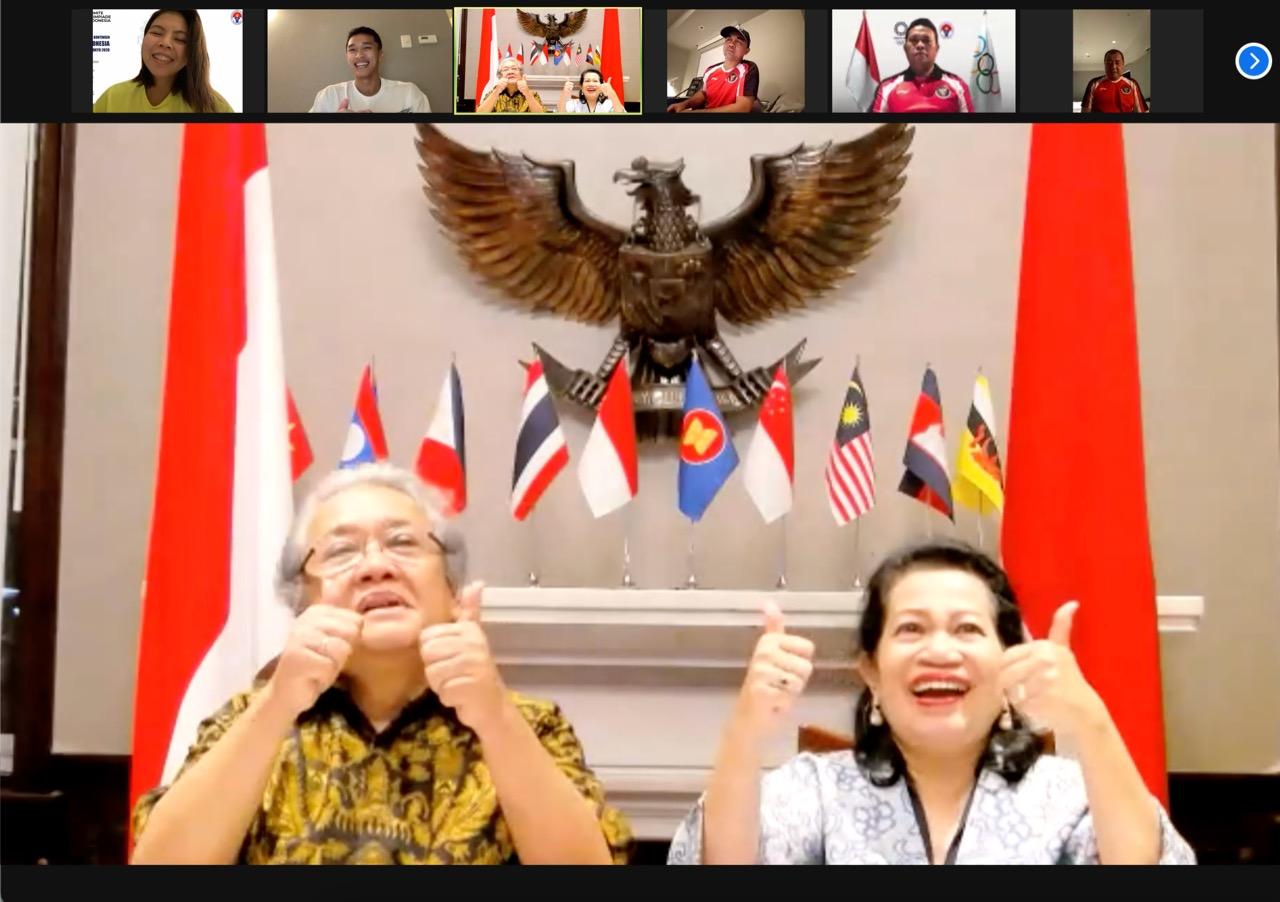 https: img.okezone.com content 2021 07 15 43 2441137 olimpiade-tokyo-2020-dubes-ri-untuk-jepang-beri-dukungan-untuk-atlet-bulu-tangkis-indonesia-2ZTpcrPyE3.jpeg
