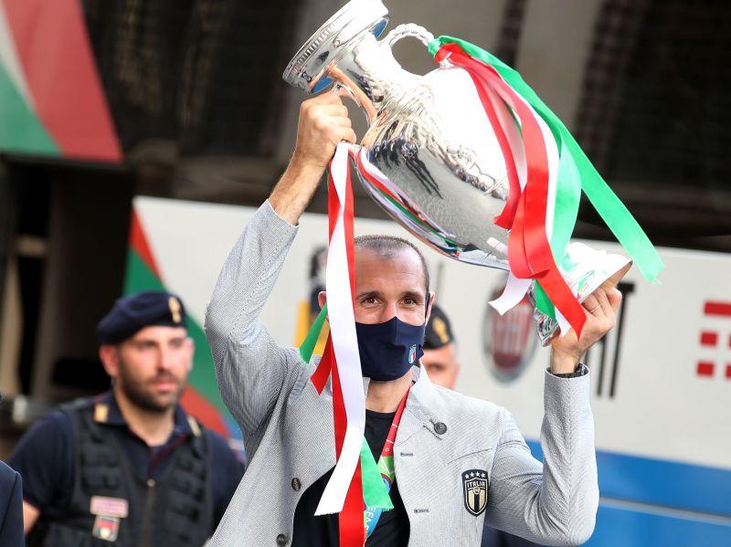 https: img.okezone.com content 2021 07 15 47 2441349 bawa-italia-juara-piala-eropa-2020-pemain-ini-masih-saja-jadi-pengangguran-iTs2eQfr9N.jpg