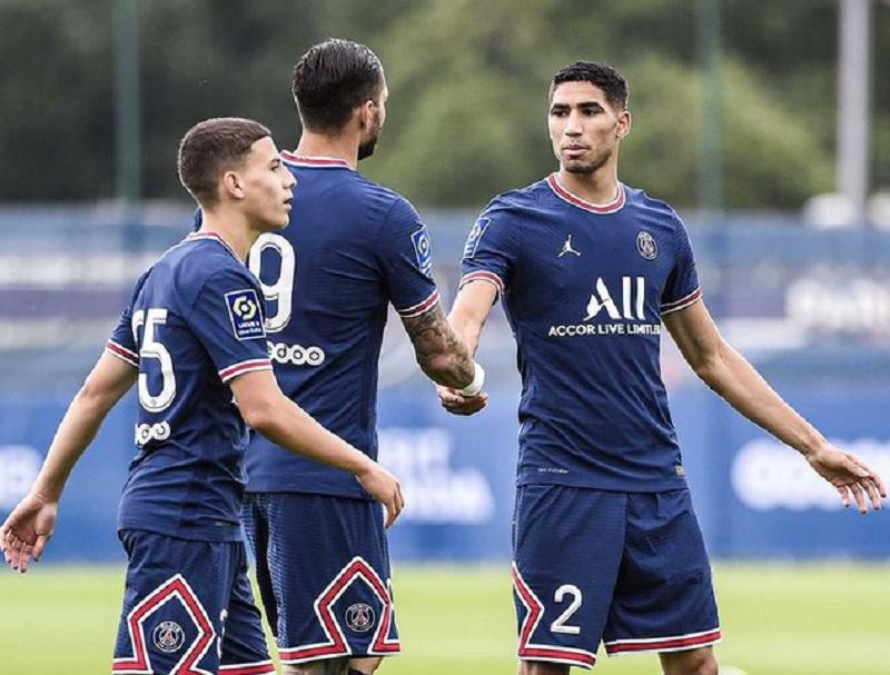 https: img.okezone.com content 2021 07 15 51 2440857 psg-vs-le-mans-achraf-hakimi-bantu-pesta-gol-le-parisiens-di-laga-debut-jbA5j7o5pd.jpg