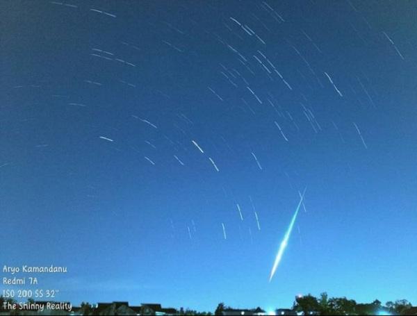 https: img.okezone.com content 2021 07 15 510 2440953 heboh-cahaya-di-langit-yogyakarta-ternyata-meteor-sporadis-maHtZu6myx.jpg