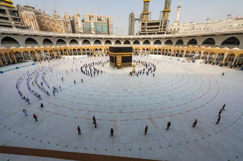 https: img.okezone.com content 2021 07 15 614 2441264 arab-saudi-tugaskan-135-imam-dan-imam-untuk-bimbing-jamaah-haji-gmiNlcVTr8.jpg