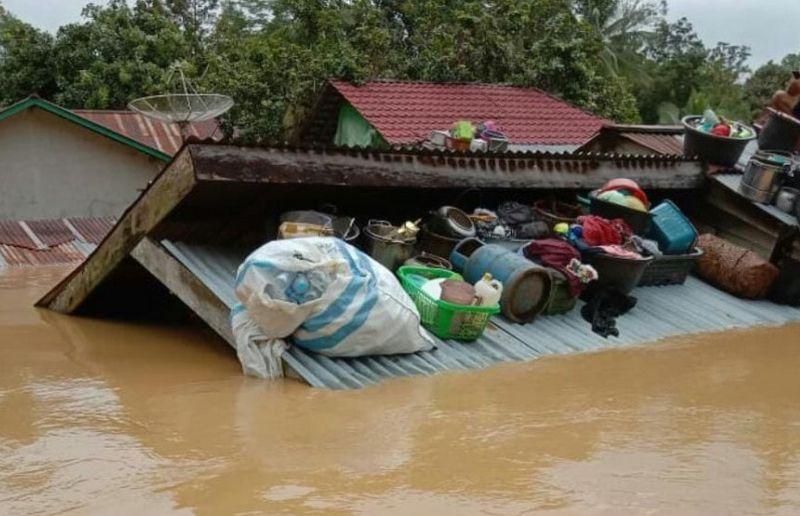 https: img.okezone.com content 2021 07 16 340 2441492 2-862-rumah-terendam-banjir-kapuas-hulu-AIl9ejGcev.jpg