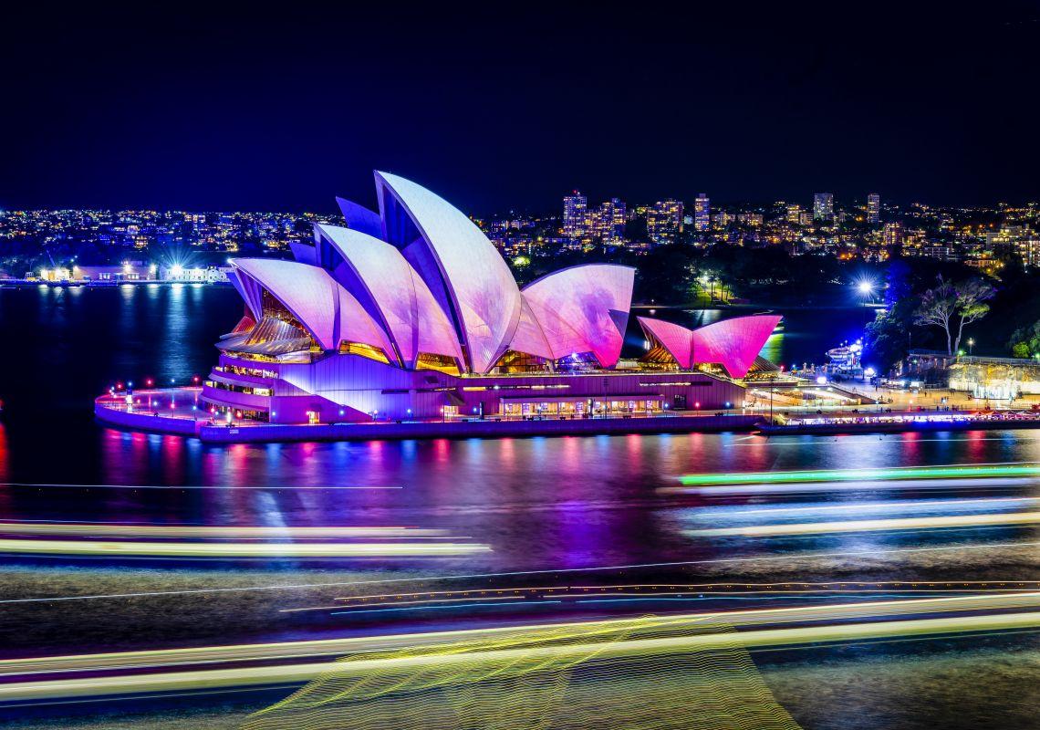 https: img.okezone.com content 2021 07 16 406 2441819 covid-19-menggila-festival-vivid-sydney-ditunda-hingga-september-2021-stFn8DaCrF.jpg
