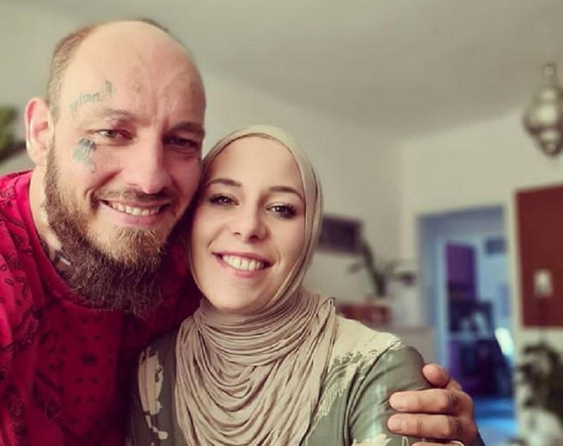https: img.okezone.com content 2021 07 16 43 2441817 curhat-istri-petarung-mma-wilhelm-ott-harus-kehilangan-pekerjaan-usai-mengenakan-hijab-f9RxJeWXxc.jpg