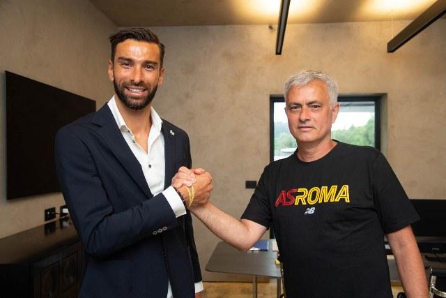 https: img.okezone.com content 2021 07 16 47 2441408 jose-mourinho-buat-rui-patricio-semakin-yakin-pindah-ke-as-roma-X2djko2HGw.jpg
