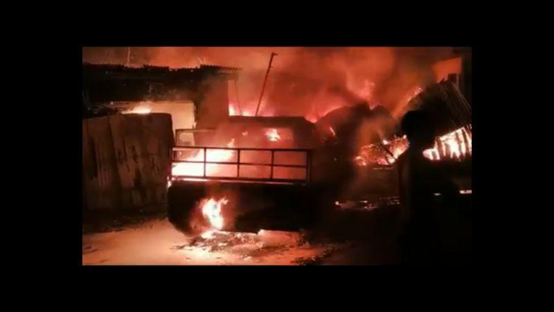 https: img.okezone.com content 2021 07 16 512 2441409 mobil-kebakaran-saat-isi-bensin-menyambar-ke-3-toko-di-dekatnya-RQjnGdvInM.jpg