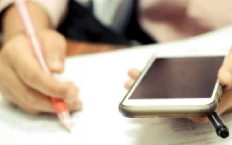 https: img.okezone.com content 2021 07 16 65 2441700 anak-sekolah-daring-orangtua-di-bolivia-terpaksa-kursus-gunakan-hp-dan-internet-UqG4Ywwv3u.jpg
