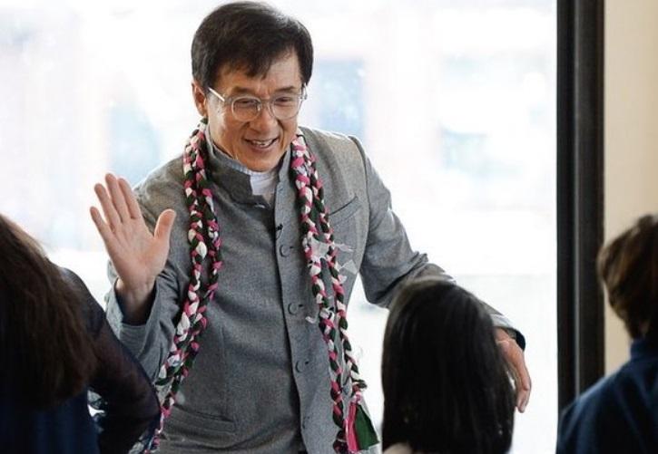 https: img.okezone.com content 2021 07 17 33 2442143 jackie-chan-ungkap-keinginan-jadi-anggota-partai-komunis-china-1HqrOfsx9y.jpg