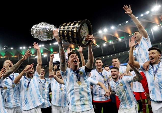 https: img.okezone.com content 2021 07 17 51 2441982 paredes-gambarkan-perasaan-messi-usai-bawa-argentina-juarai-copa-america-2021-A0nEhwH8jp.JPG