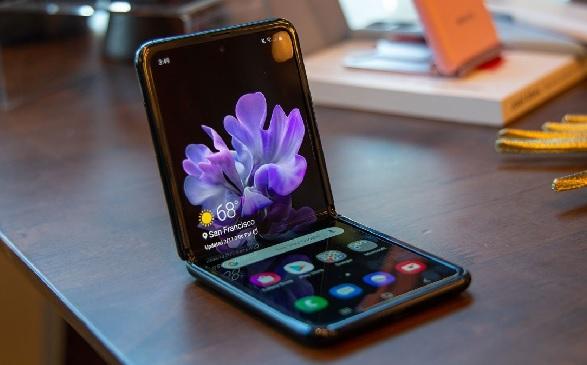https: img.okezone.com content 2021 07 17 57 2442102 ponsel-lipat-samsung-bakal-hadir-dengan-harga-lebih-murah-bulan-depan-Sp67TtMquX.jpg