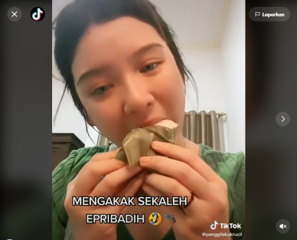 https: img.okezone.com content 2021 07 17 612 2442045 viral-tiara-andini-kegirangan-makan-kue-nagasari-netizen-pun-heboh-pvsqQdwbQN.jpg