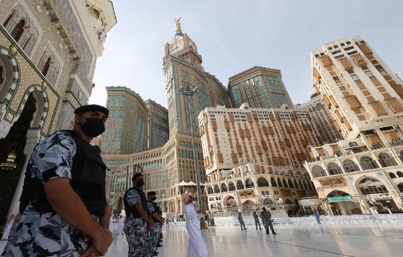 https: img.okezone.com content 2021 07 18 18 2442406 arab-saudi-tingkatkan-keamanan-dan-prokes-covid-19-di-makkah-G9wXoibBRm.jpg