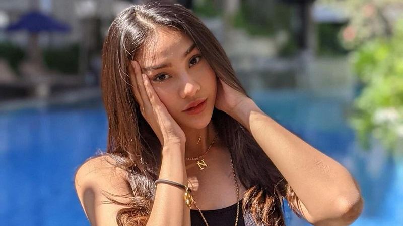 https: img.okezone.com content 2021 07 18 194 2442373 gemasnya-gaya-anya-geraldine-pakai-bikini-hitam-netizen-merinding-lihatnya-YpqufWybla.jpg