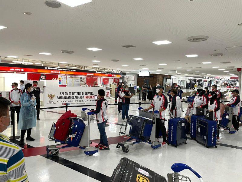 https: img.okezone.com content 2021 07 18 40 2442483 termasuk-eko-yuli-irawan-13-atlet-indonesia-untuk-olimpiade-2020-disambut-hangat-kbri-tokyo-hKPSLAsWwS.jpg