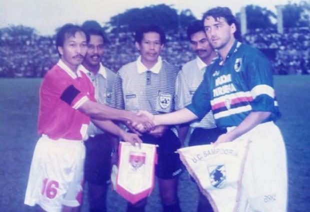 https: img.okezone.com content 2021 07 18 51 2442320 sebagai-pemain-roberto-mancini-pernah-kalah-dari-timnas-indonesia-di-medan-FfLO5iNoRP.jpg