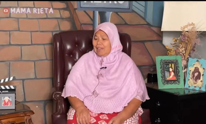 https: img.okezone.com content 2021 07 19 33 2442610 30-tahun-jadi-art-mama-rieta-mbak-yuyu-alhamdulillah-sudah-haji-cRScqjxdBX.jpg