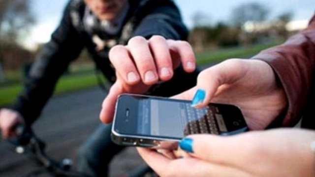 https: img.okezone.com content 2021 07 19 338 2442674 jambret-handphone-untuk-bayar-kontrakan-pria-ini-dihajar-warga-usai-terjebak-di-jalan-bantu-kH0Mcnqhvc.jpg