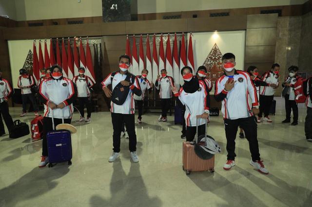 https: img.okezone.com content 2021 07 19 43 2442927 jelang-tampil-di-olimpiade-tokyo-2020-koi-luncurkan-logo-dan-seragam-baru-kontingen-indonesia-PY1IxwMTAM.jpg