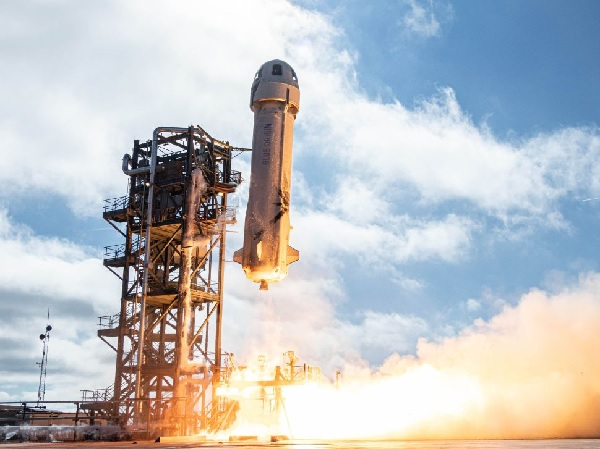 https: img.okezone.com content 2021 07 19 56 2443066 penerbangan-luar-angkasa-blue-origin-dinilai-lebih-berisiko-ini-alasannya-v4r4rlyPrS.jpg