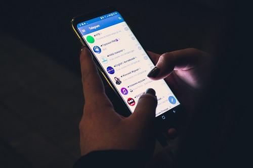 https: img.okezone.com content 2021 07 19 57 2443083 5-fitur-keamanan-di-aplikasi-telegram-bisa-kirim-pesan-rahasia-hingga-anti-kepo-LFkZ4eAoLp.jpg