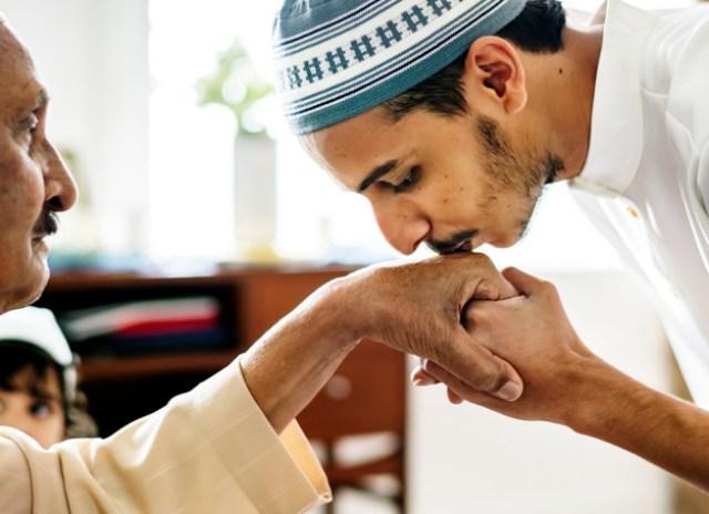 https: img.okezone.com content 2021 07 19 614 2442676 ucapan-idul-adha-adakah-tuntunannya-sesuai-syariat-y1qnvT2Ppa.jpg