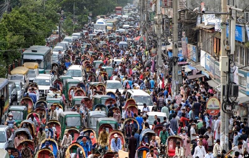 https: img.okezone.com content 2021 07 20 18 2443254 bangladesh-cabut-lockdown-untuk-rayakan-idul-adha-0TrCI8xzC2.jpg