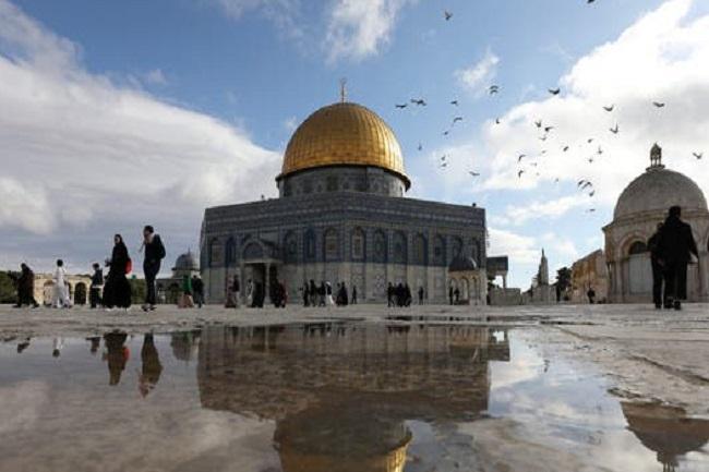 https: img.okezone.com content 2021 07 20 18 2443279 pm-israel-tidak-berubah-larangan-yahudi-berdoa-di-al-aqsa-gmvSL4c74D.jpg