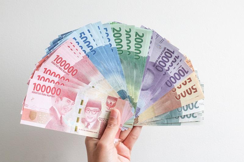 https: img.okezone.com content 2021 07 20 320 2443406 warga-jakarta-serbu-atm-demi-bansos-tunai-rp600-000-ini-kata-bank-dki-ybUnGNewiH.jpeg
