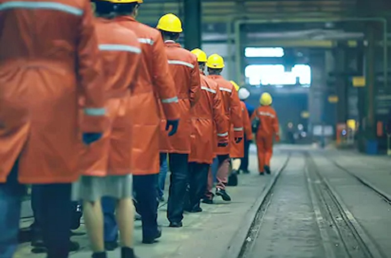 https: img.okezone.com content 2021 07 20 320 2443476 lebih-dari-10-buruh-pabrik-terpapar-covid-19-YJV10xNLXk.jpg