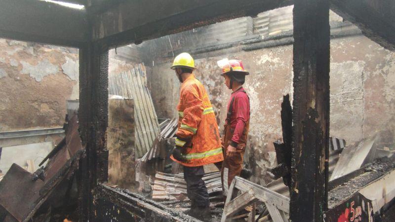 https: img.okezone.com content 2021 07 20 338 2443234 7-ruko-pasar-perumnas-kelender-kebakaran-16-mobil-damkar-dikerahkan-g7mkUf3qP0.jpg