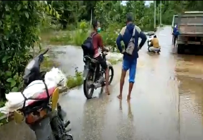 https: img.okezone.com content 2021 07 20 340 2443189 jalan-nasional-trans-papua-barat-banjir-jalur-distrik-bomberai-dan-tomage-terputus-c0Q90HyYt9.jpg