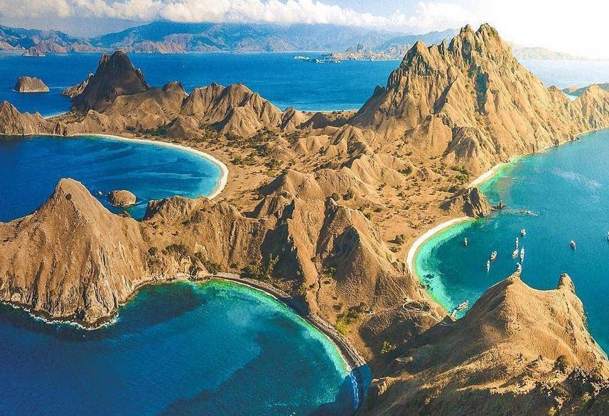 https: img.okezone.com content 2021 07 20 406 2443283 pulau-padar-di-taman-nasional-komodo-buka-lagi-pengunjung-dibatasi-300-orang-fFZmqnCURI.JPG