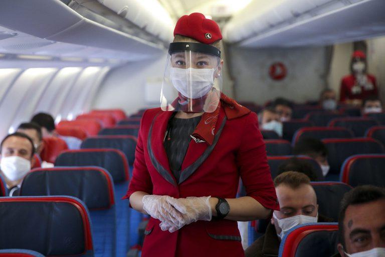 https: img.okezone.com content 2021 07 20 406 2443382 pramugari-ungkap-rahasia-agar-penumpang-diperlakukan-bak-putri-raja-di-pesawat-ZaJejNOy8w.jpg