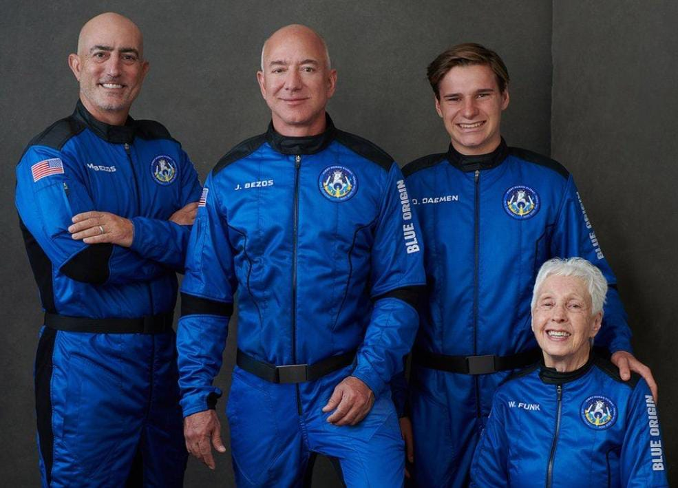 https: img.okezone.com content 2021 07 20 56 2443494 blue-origin-sukses-bawa-manusia-ke-luar-angkasa-pertama-kali-2mwmjdwDCv.jpeg