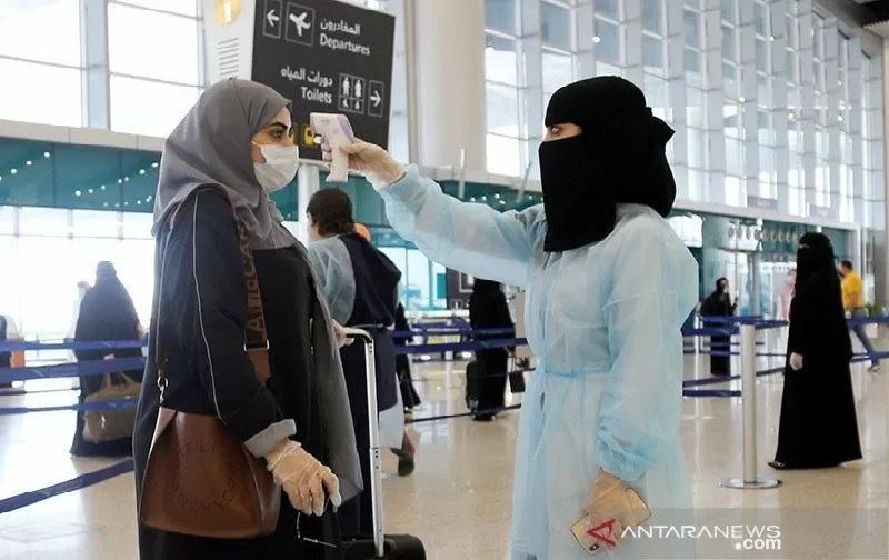 https: img.okezone.com content 2021 07 21 18 2443535 arab-saudi-akan-izinkan-warga-yang-sudah-vaksin-covid-19-pergi-ke-luar-negeri-t85CHvfKcX.jpg