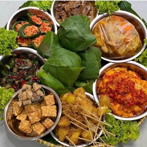 https: img.okezone.com content 2021 07 21 298 2443754 5-makanan-lezat-khas-cirebon-dijamin-menggugah-selera-HRSBTVF4R0.jpg