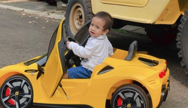 https: img.okezone.com content 2021 07 21 33 2443768 anak-vanessa-angel-dapat-kado-mobil-ferrari-ekspresinya-gemesin-YeDRAL3ylX.jpg