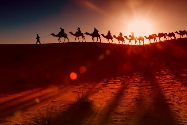 https: img.okezone.com content 2021 07 21 330 2443770 ketika-umar-bin-khattab-berkeliling-kampung-untuk-mencari-kekurangan-dirinya-PbIZ6QfhMw.jpg