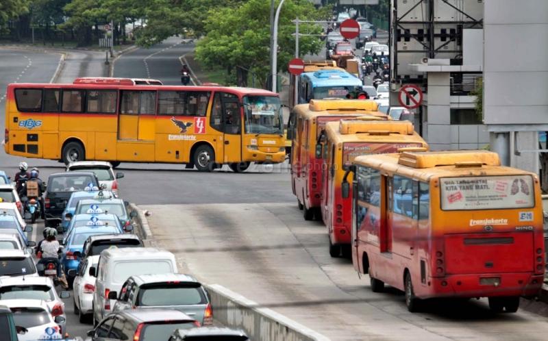 https: img.okezone.com content 2021 07 21 338 2443624 gps-bus-transjakarta-koridor-7b-arah-blok-m-tak-terdeteksi-ini-penyebabnya-eBGxBv0QET.jpg