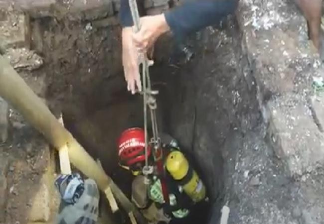 https: img.okezone.com content 2021 07 21 340 2443531 penyelamatan-bapak-dan-anak-tercebur-sumur-di-tempuran-magelang-berlangsung-dramatis-zkwSRkZYYL.jpg