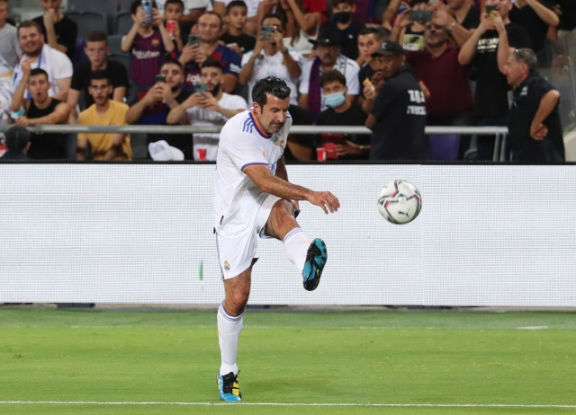 https: img.okezone.com content 2021 07 21 46 2443533 hina-mantan-pemain-real-madrid-florentino-perez-minta-maaf-ke-luis-figo-dU4HugVKah.jpg
