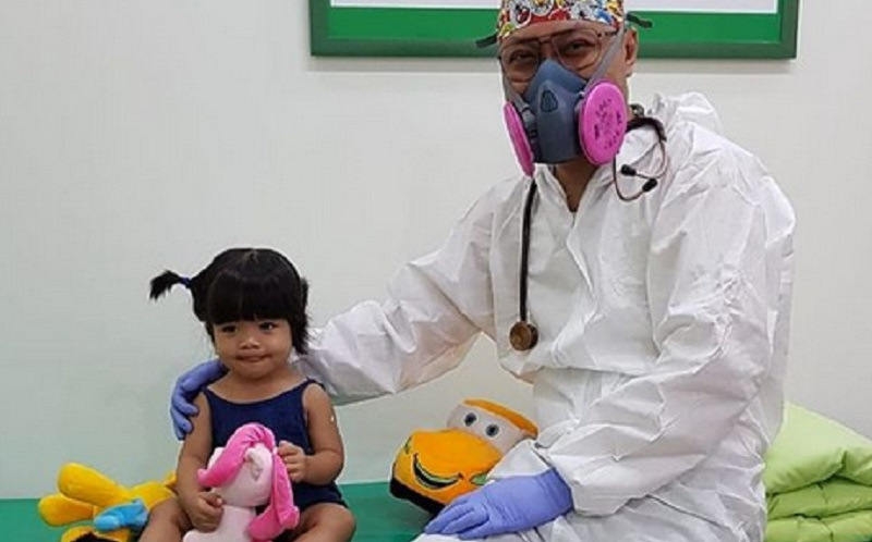 https: img.okezone.com content 2021 07 21 481 2443712 jangan-takut-laksanakan-imunisasi-anak-di-tengah-pandemi-IFrrUCngrX.jpg