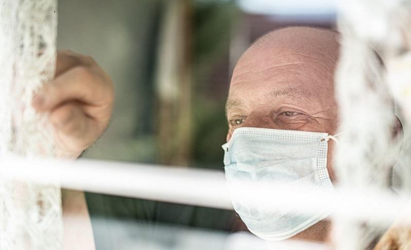 https: img.okezone.com content 2021 07 21 481 2443773 pakar-kesehatan-orangtua-tertular-covid-19-dari-kita-ZvPXD14fKo.jpg