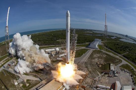 https: img.okezone.com content 2021 07 21 56 2443726 era-wisata-luar-angkasa-segini-harga-tiket-yang-harus-dibayar-8ZdPl4aC9e.jpg