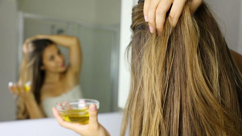 https: img.okezone.com content 2021 07 21 611 2443512 manfaat-minyak-zaitun-untuk-kecantikan-atasi-rambut-kusut-hingga-kulit-kering-YYcJNkXjaY.jpg
