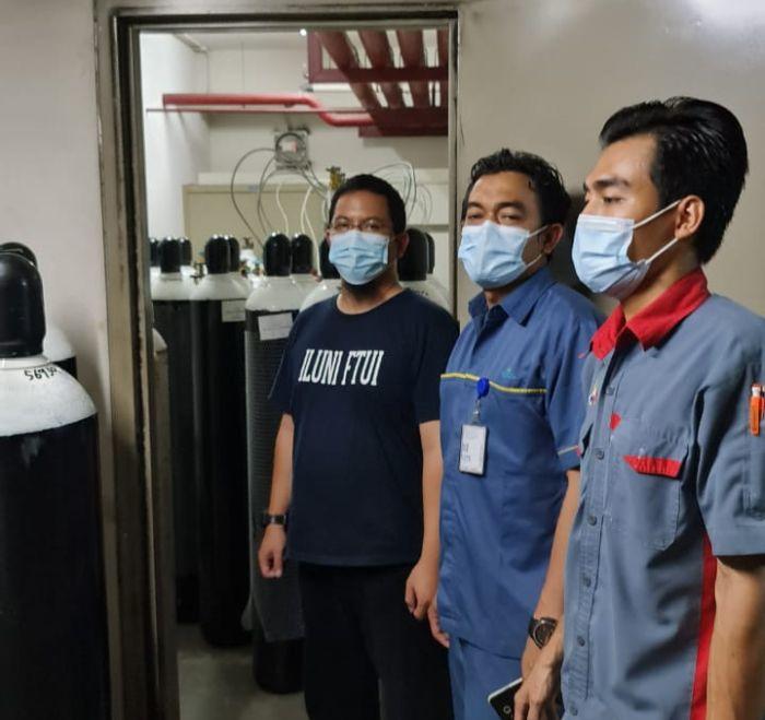 https: img.okezone.com content 2021 07 21 65 2443659 bantu-penanganan-covid-19-iluni-ftui-dan-kadin-supply-oksigen-medis-di-indonesia-aOCeNl21F5.jpg