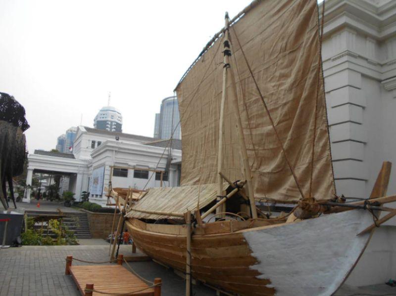 https: img.okezone.com content 2021 07 22 337 2444102 kisah-pelaut-nusantara-berlayar-8-ribu-km-ke-madagaskar-dengan-perahu-kayu-KY89BJ70Gm.jpg