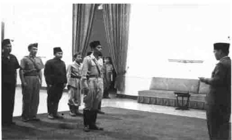 https: img.okezone.com content 2021 07 22 337 2444332 cerita-sedih-soeharto-soal-meninggalnya-panglima-besar-soedirman-d4eDb6gvID.jpg