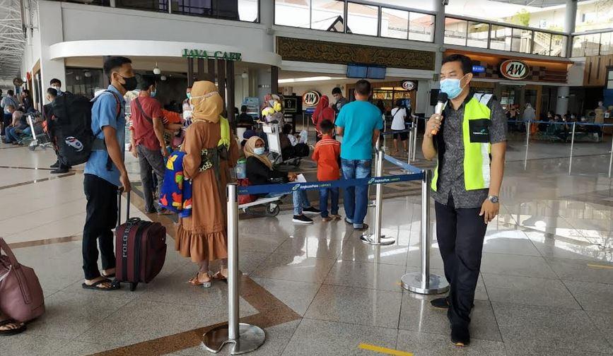 https: img.okezone.com content 2021 07 22 406 2444298 penumpang-di-bandara-juanda-merosot-tajam-selama-ppkm-E22tmzvefq.JPG