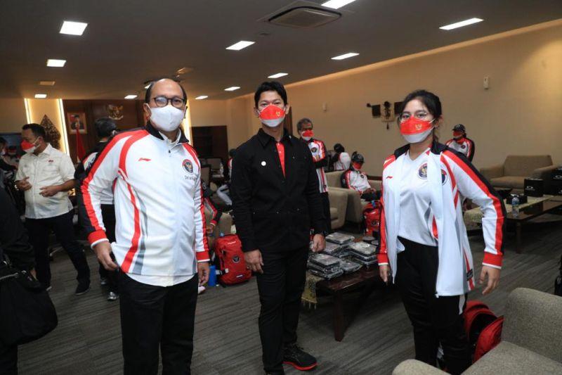 https: img.okezone.com content 2021 07 22 43 2444458 daftar-10-perwakilan-indonesia-yang-hadir-di-upacara-pembukaan-olimpiade-tokyo-2020-Nx8Prsm44F.jpg
